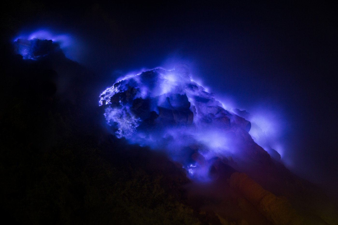 "Blue flame of Ijen on a ""good day"". Photo by Stéphane DAMOUR via Flicr CC"