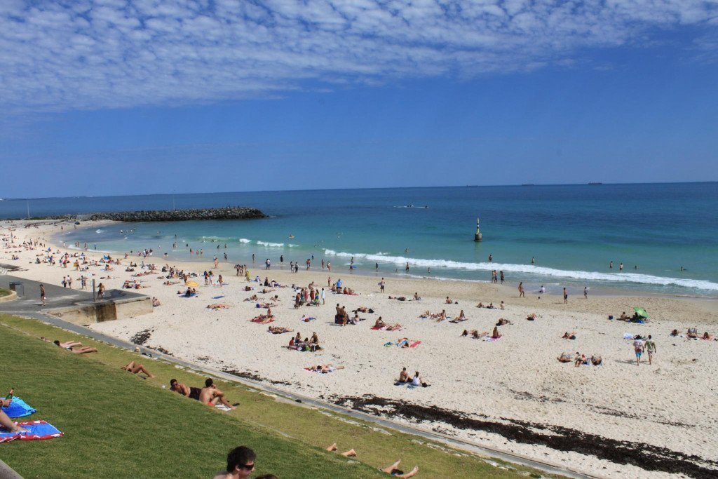 Sunny Sunday afternoon on Cottesloe Beach . Photo via Flickr CC quiltingmick