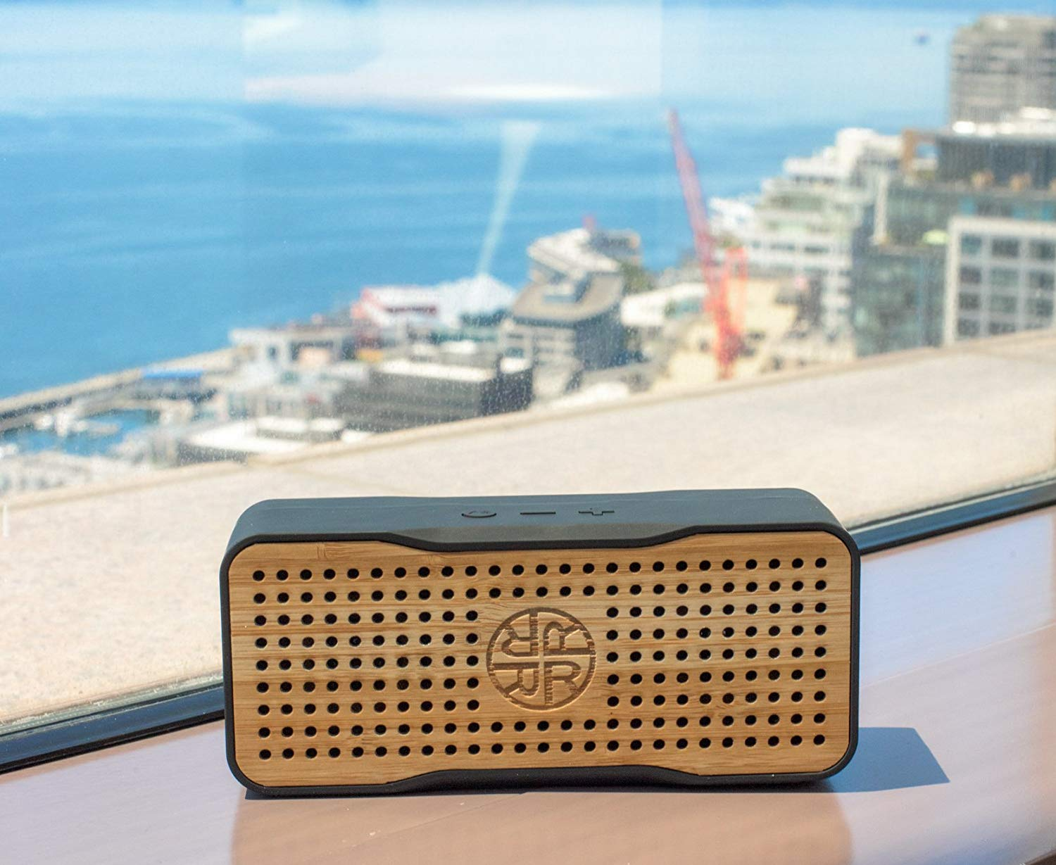 Reveal solar speaker - Our favourite travel accessories