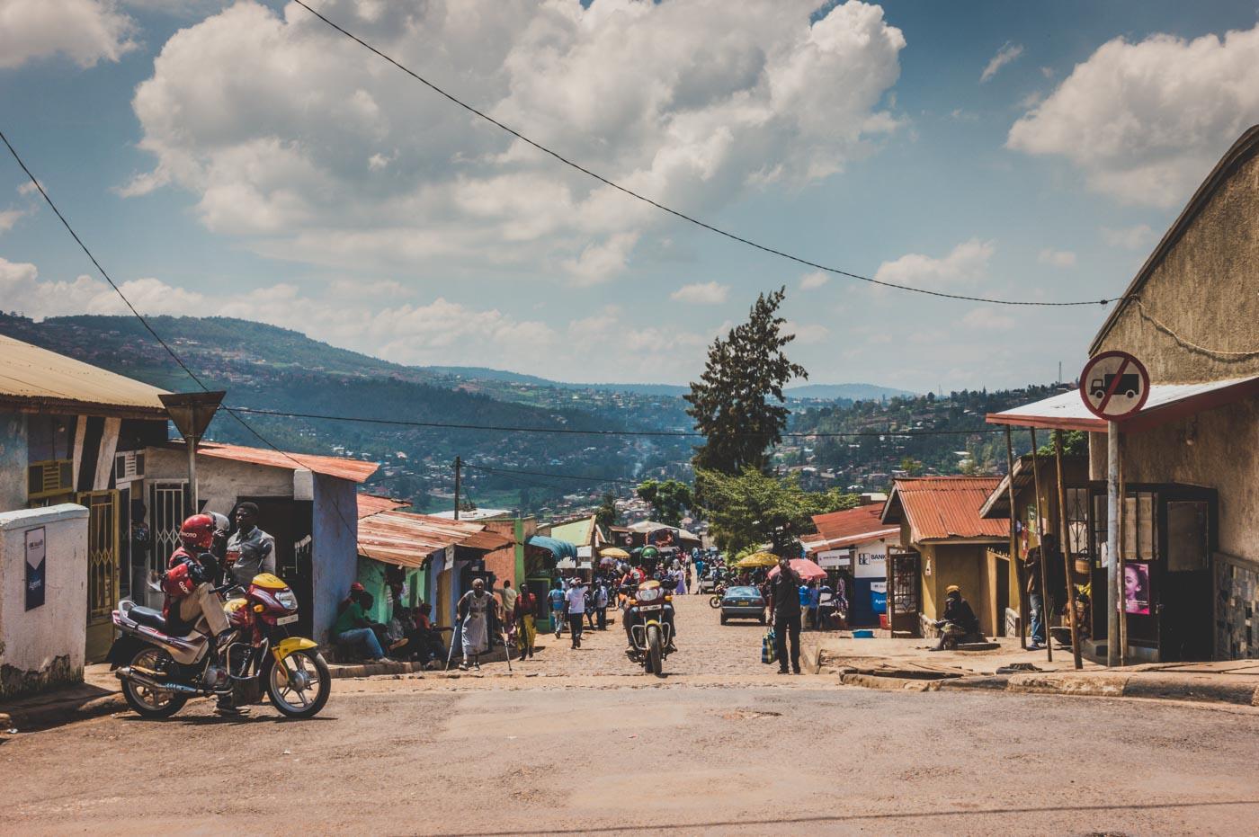 Traveling to Rwanda: Busy street in Kigali