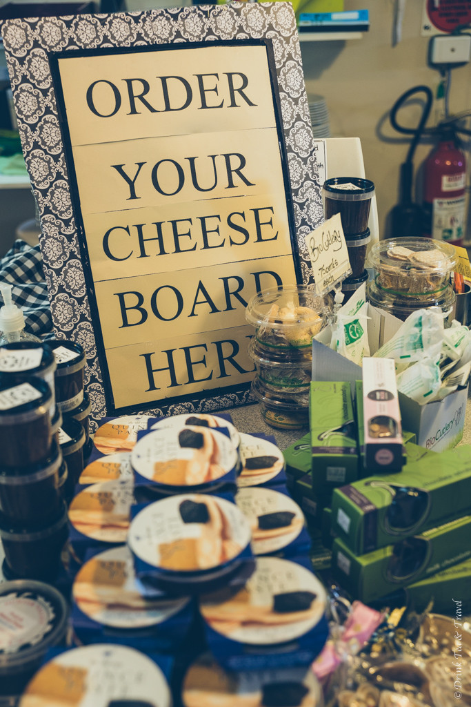 "Hunter Valley Cheese Factory offered a ""make your own"" cheeseboard option"