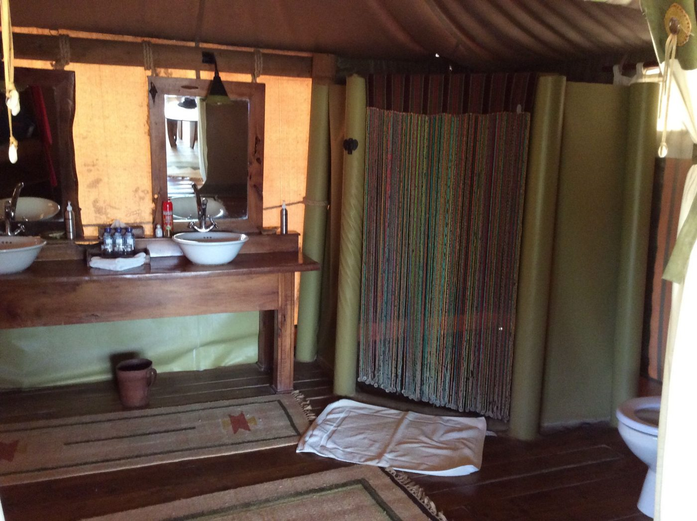 Safari Lodges in Kenya: Bathroom of Elephant Camp