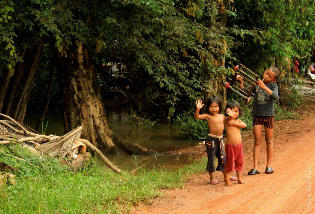 Kids in the Cambodian countryside