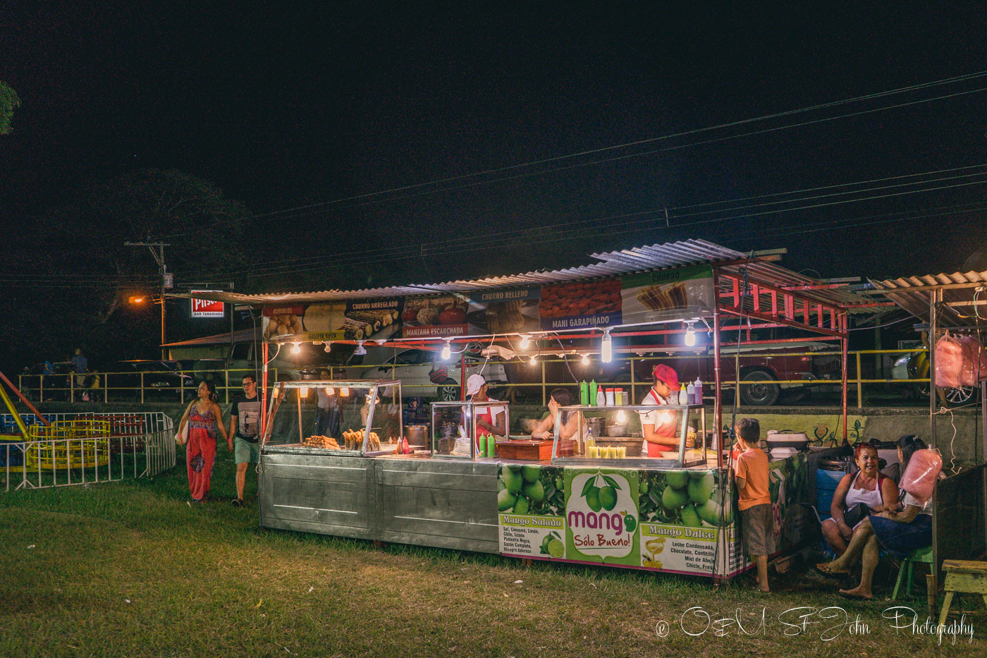 Costa Rica Travel Budget: Eat and drink local in Costa Rica