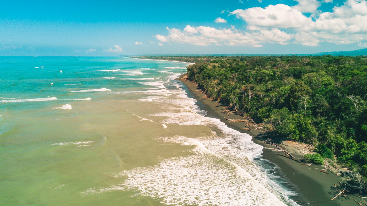 Visit Corcovado National Park : The beautiful coastline of Corcovado National Park
