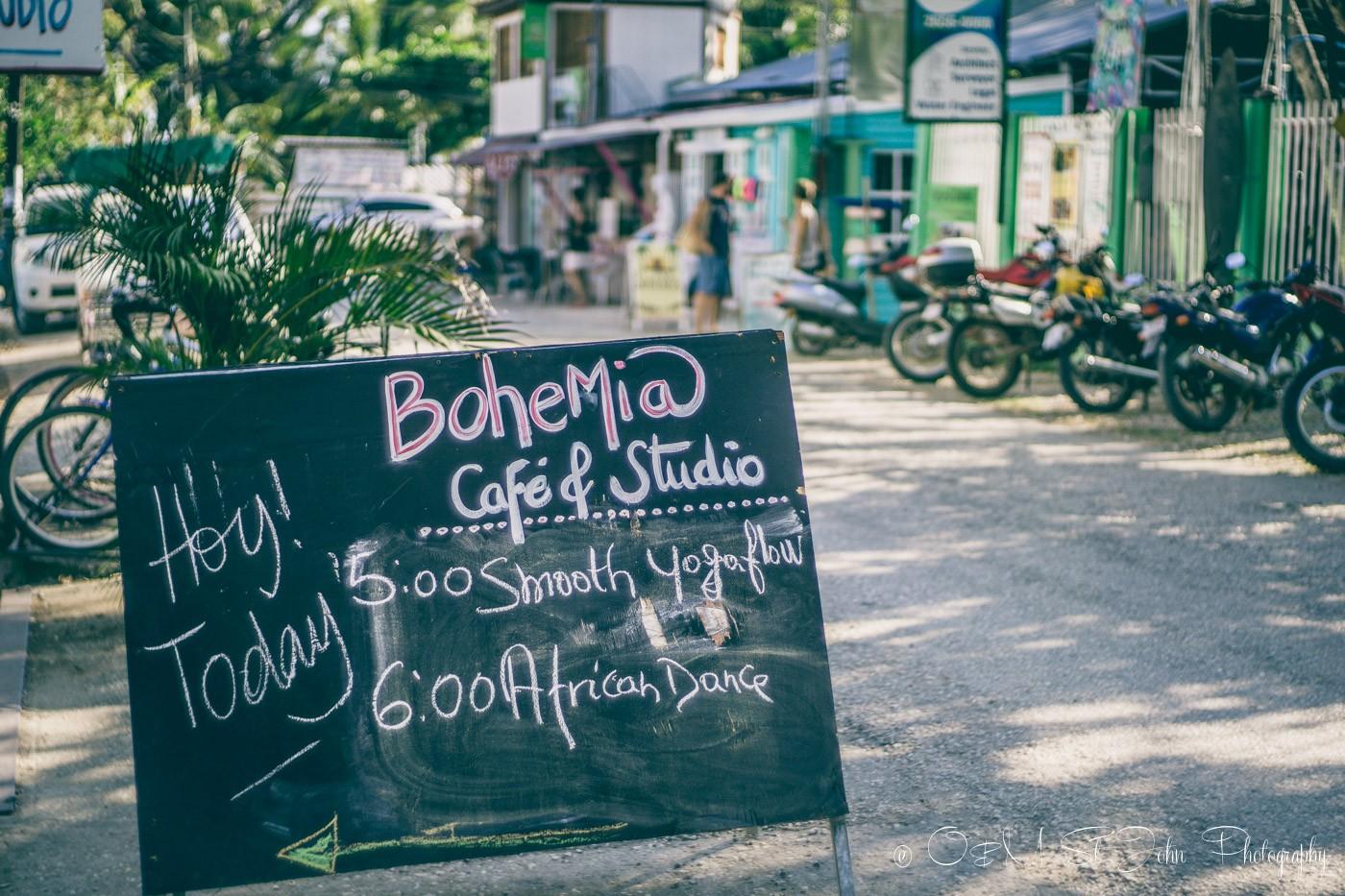 Samara Costa Rica: Bohemia Cafe sign in Playa Sámara. Guanacaste. Costa Rica