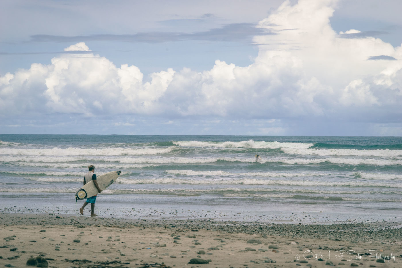 Costa Rica itinerary: Surfer ready to hit the waves at Playa Carmen, Santa Teresa