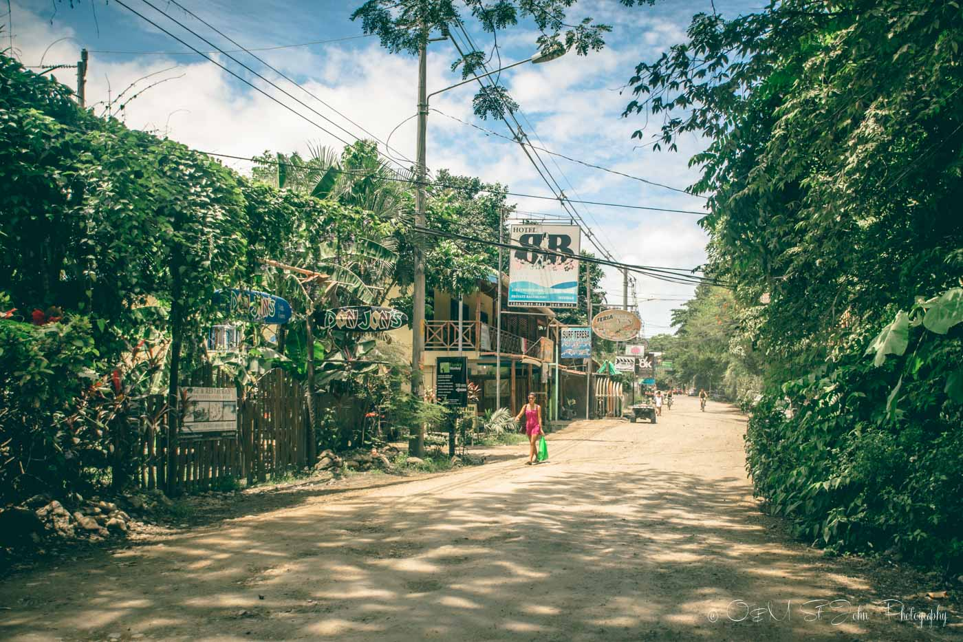 Backpacking in Costa Rica: Main road in Santa Teresa