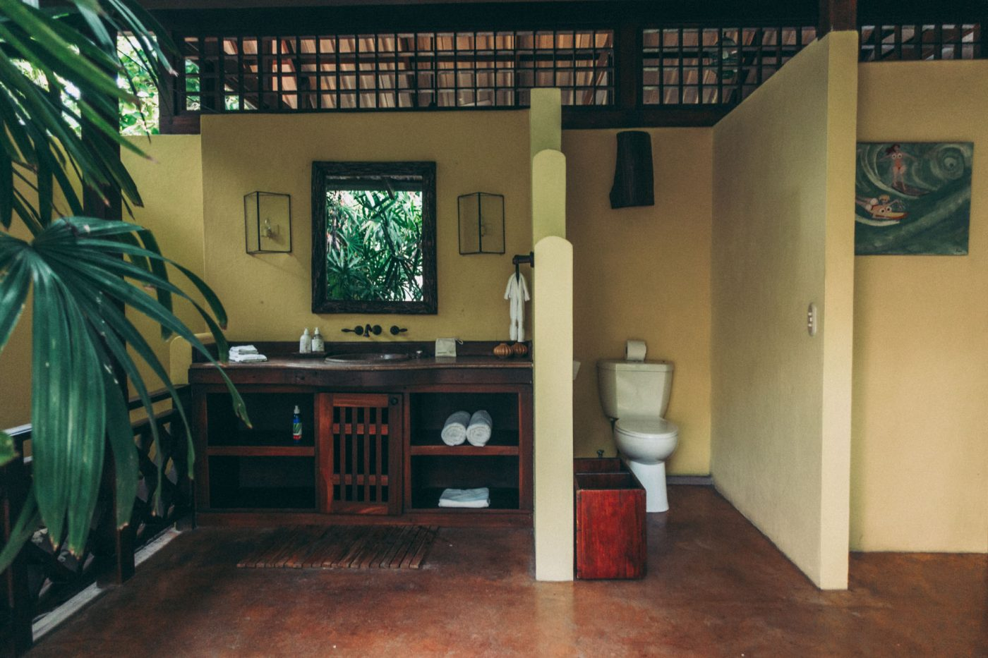 Open air bathroom at Latitude 10 Resort