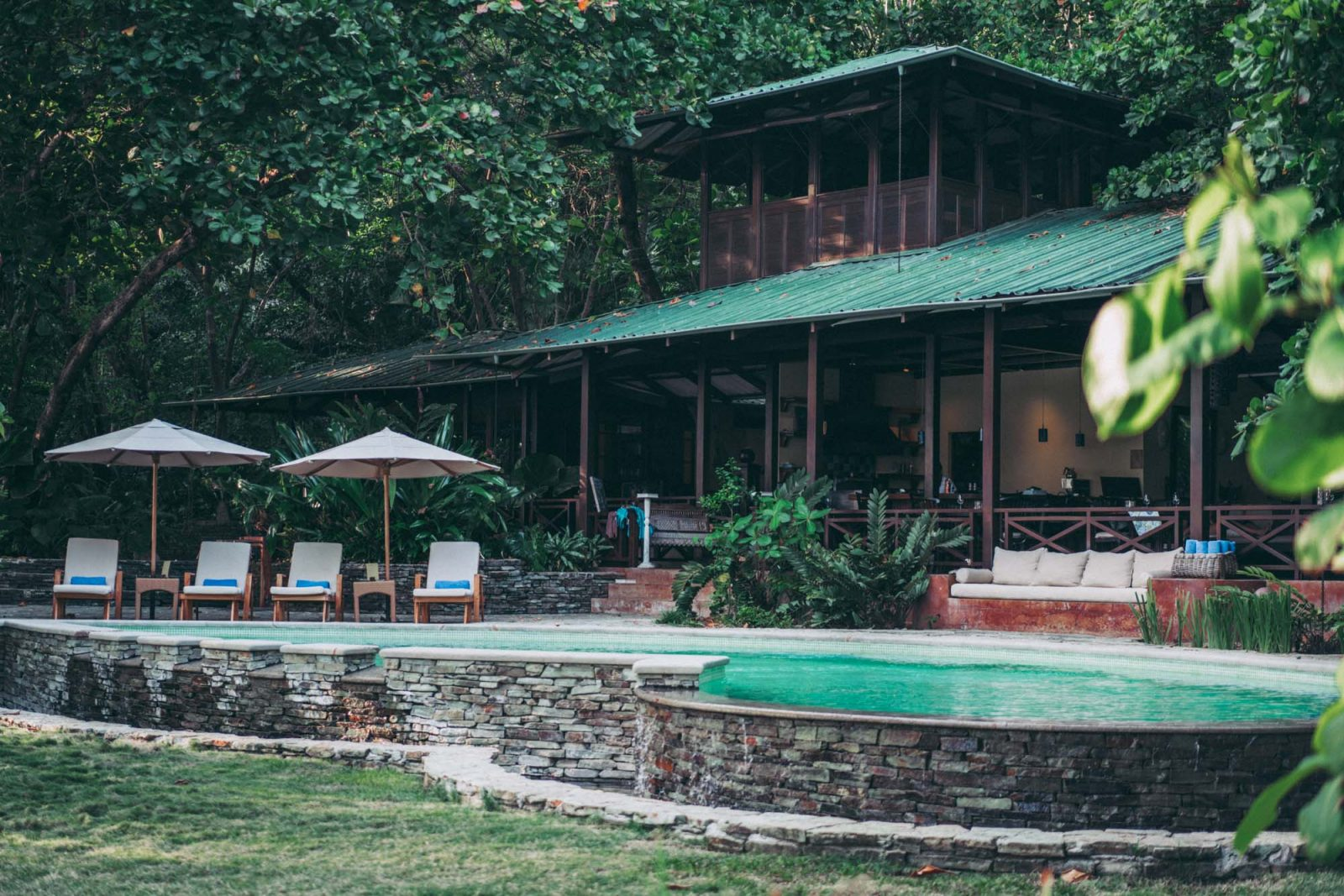 Restaurant and pool at Latitude 10 Resort, Santa Teresa
