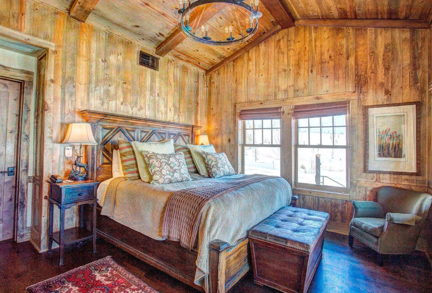 High Lonesome Lodge Suite at Devil's Thumb Ranch. Photo via Devil's Thumb Ranch