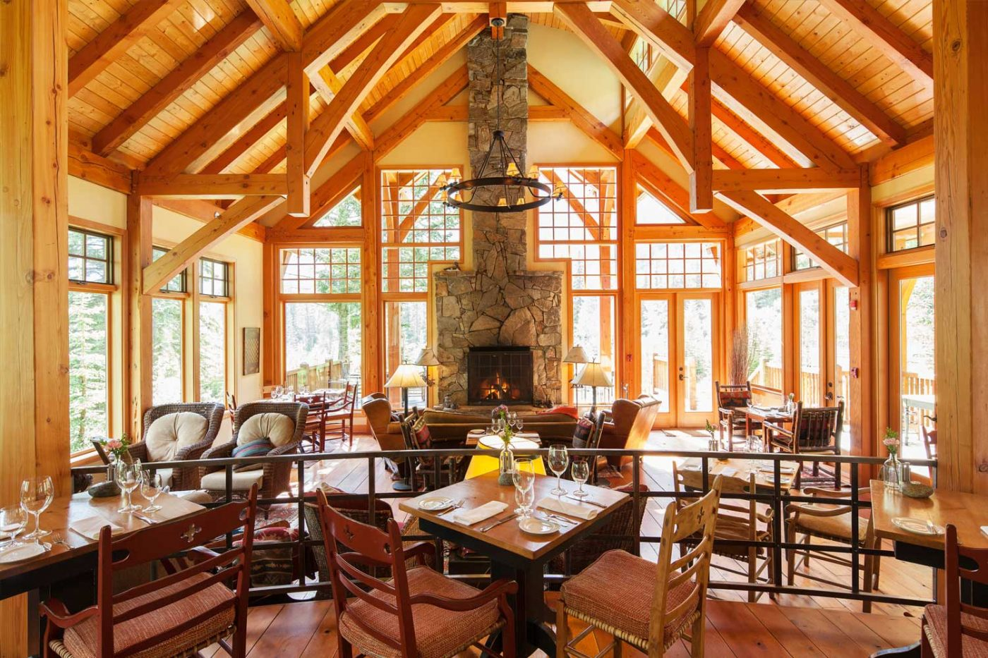 luxury resorts in british columbia: Cathedral Mountain Lodge dining room