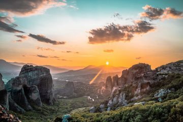 Guide to Visiting Meteora Monasteries in Greece