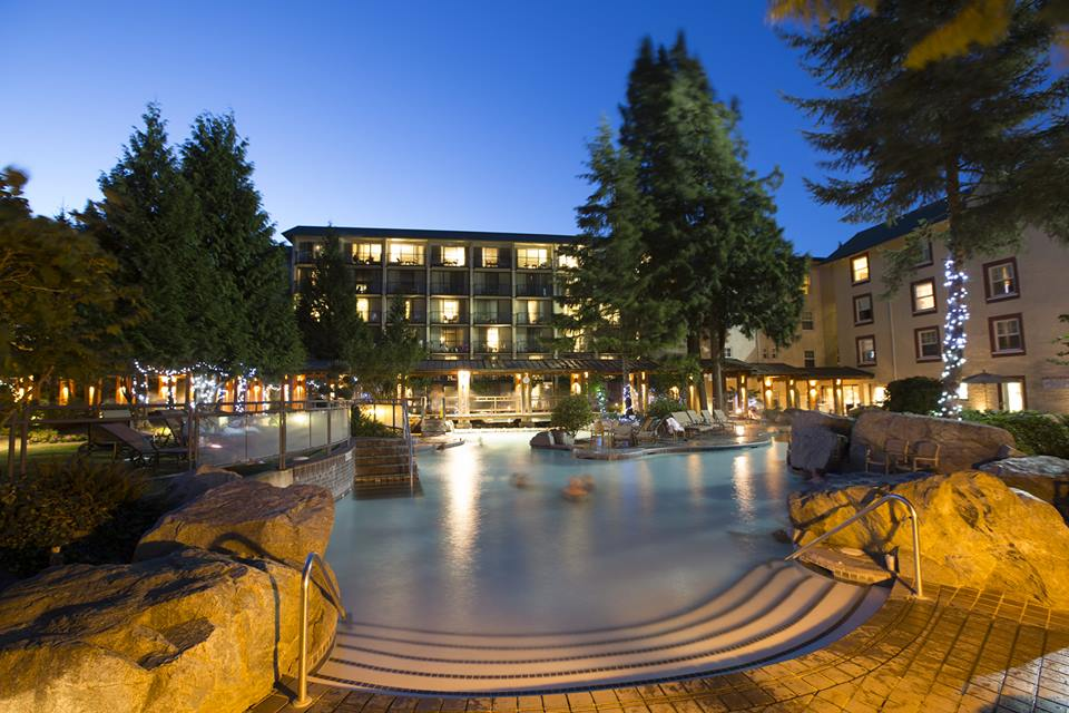 luxury resorts in british columbia: Harrison Hot Springs Resort: pools