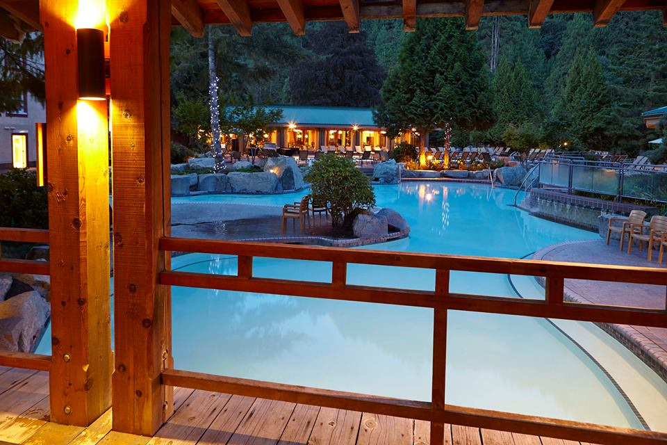 luxury resorts in british columbia: Harrison Hot Springs Resort pools