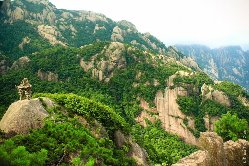 Beautiful places in China: View from the fairy - walking bridge in Huangshan