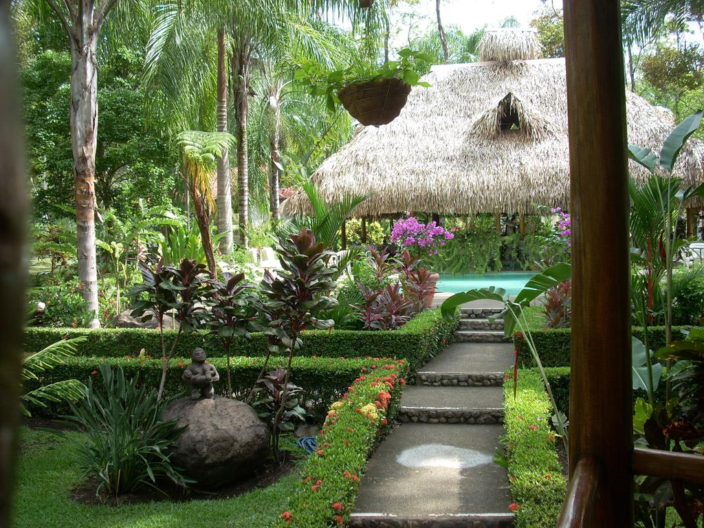 Manuel Antonio National Park: The lush pool area at La Palapa Eco Lodge. Photo by La Palapa Eco Lodge Resort.