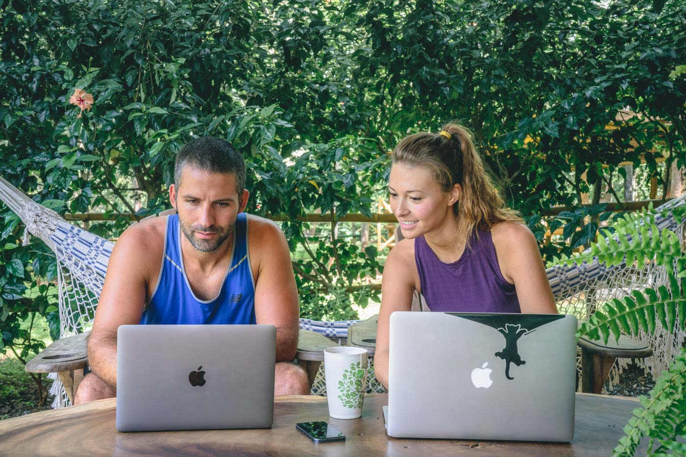 laptop-desk-setup-max-oksana-om-4383