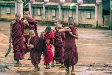 Photo Essay: The Daily Life of Burmese Monks