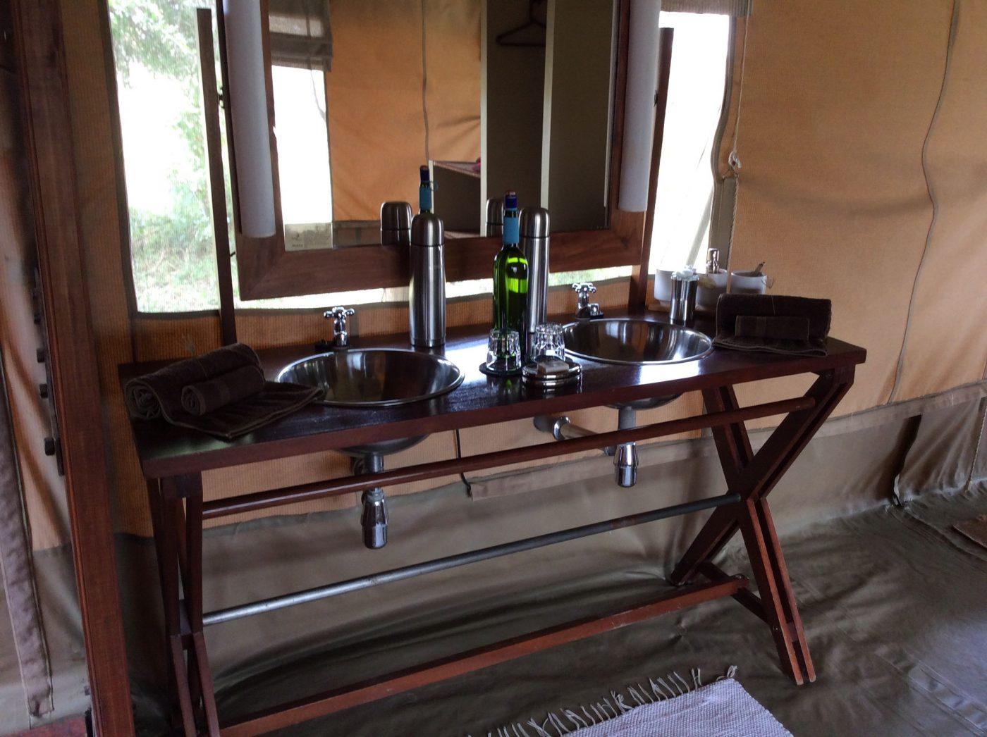Safari Lodges in Kenya: Naboisho Camp tent bathroom