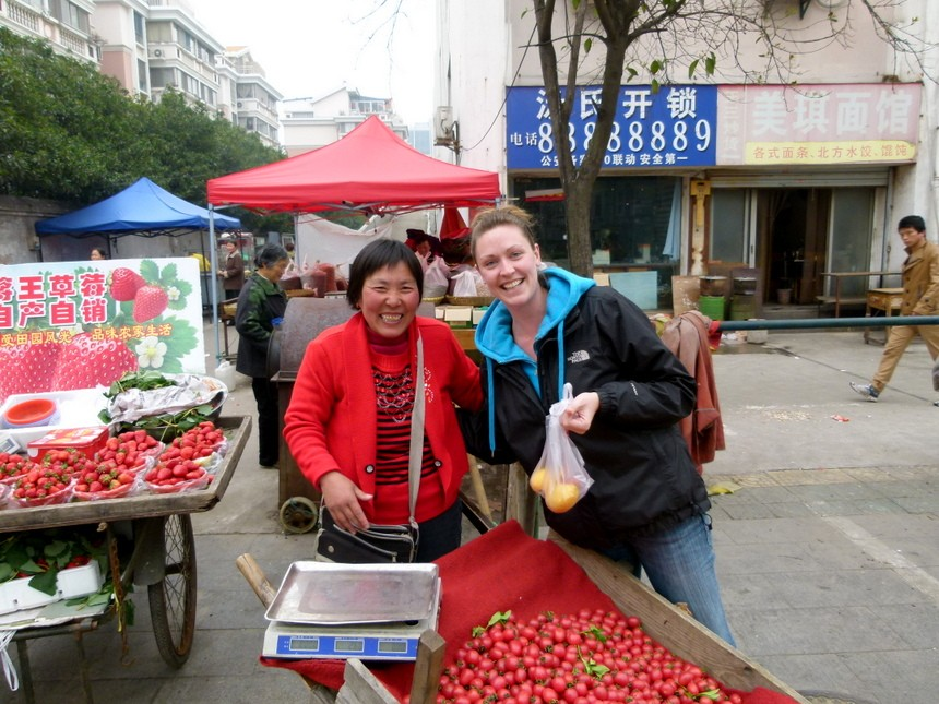 Our favourite fruit vendor in Yangzhou. Photo courtesy of Goats on the Road