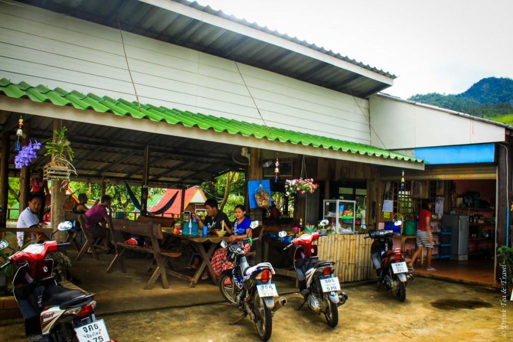 A streetside restaurant in Pai