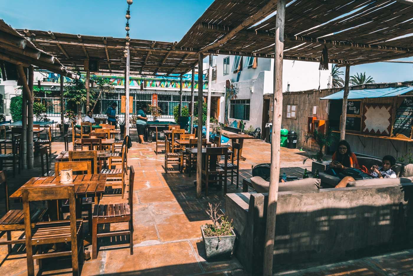 Relaxing by day, loud by night - Kokopelli Backpacker Hostel, Paracas