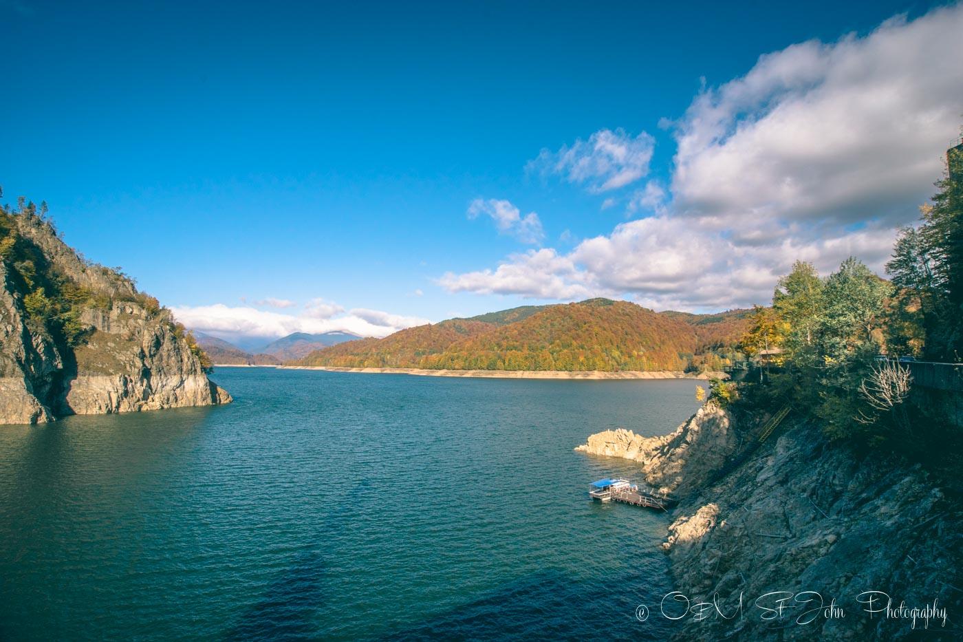 Lake Vidraru, along the Transfaragasan Highway. Roadtrip in Romania