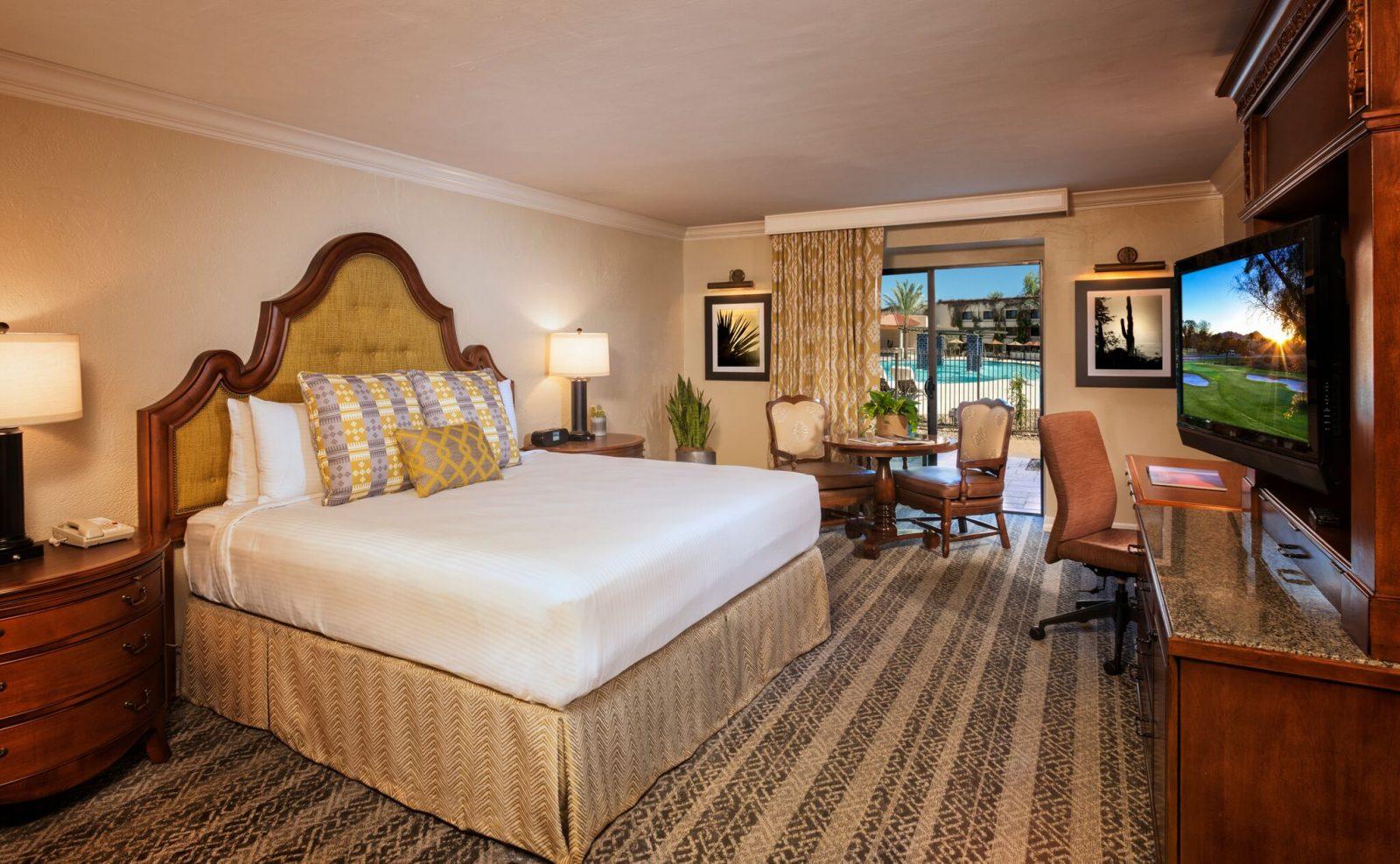 eco-friendly winter getaway: Scottsdale King Suite