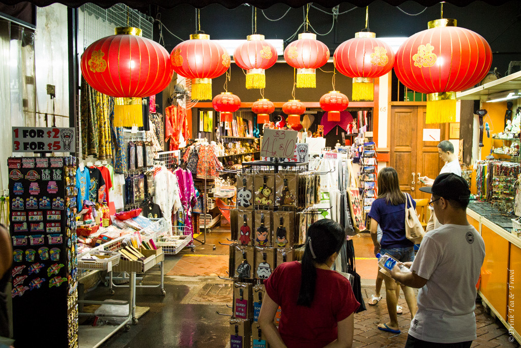 Stopover in Singapore: Shopping street in Chinatown, Singapore