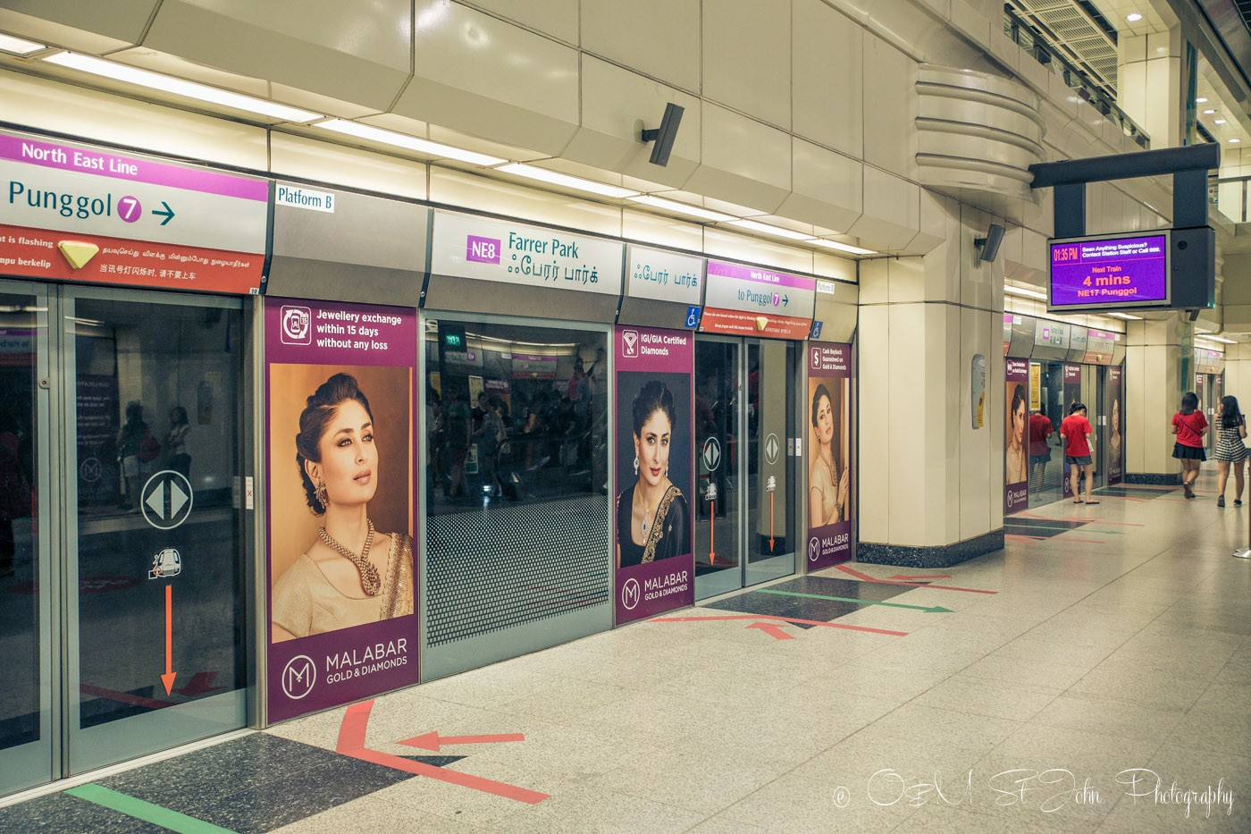 Stopover in Singapore: Inside the MRT in Singapore