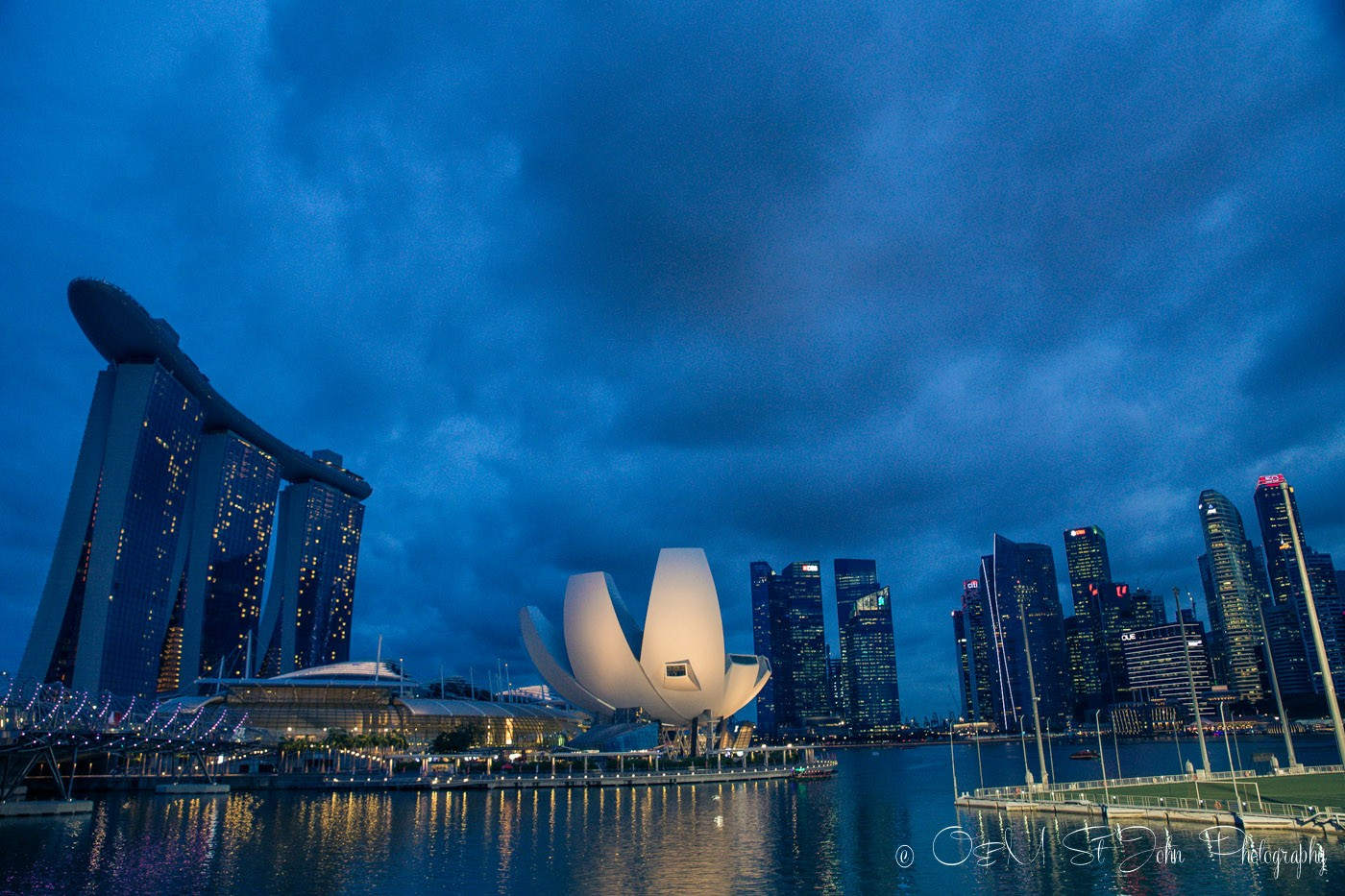 Stopover in Singapore: Singapore's Harbourfront. View from the Helix Bridge. Singapore on a budget
