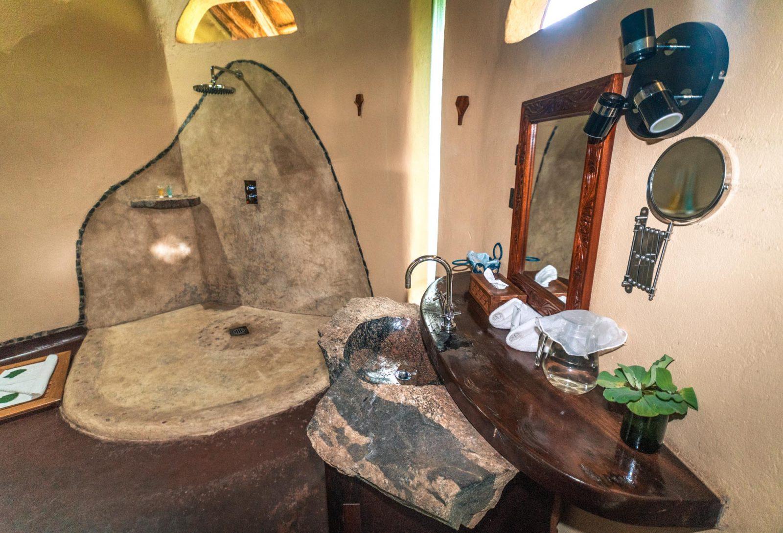 En-suite bathroom at the Wildwaters Lodge