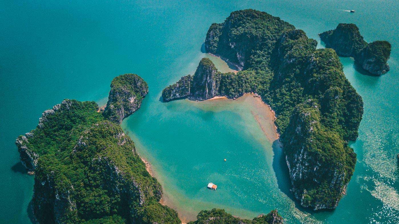 Bai Tu Long Bay, Halong Bay Cruise, Vietnam