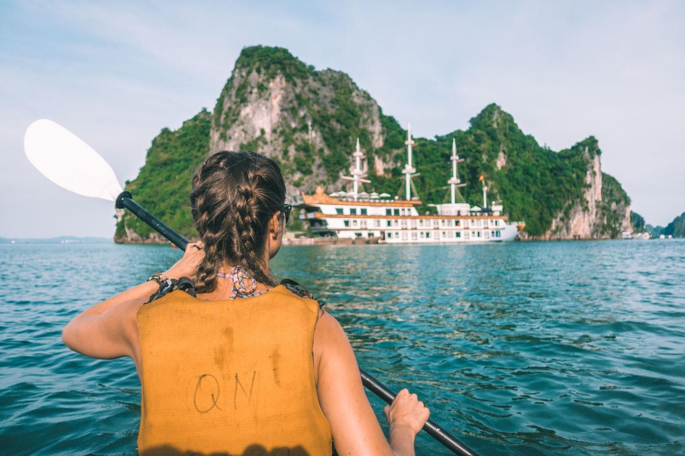 Halong Bay cruise: Kayaking in Bai Tu Long Bay