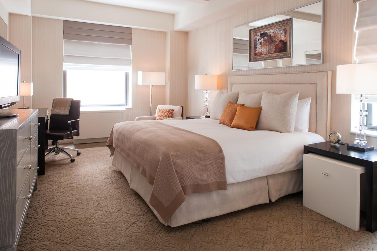 Eco-Friendly Hotels New York City: Deluxe Bedroom at The Benjamin Hotel
