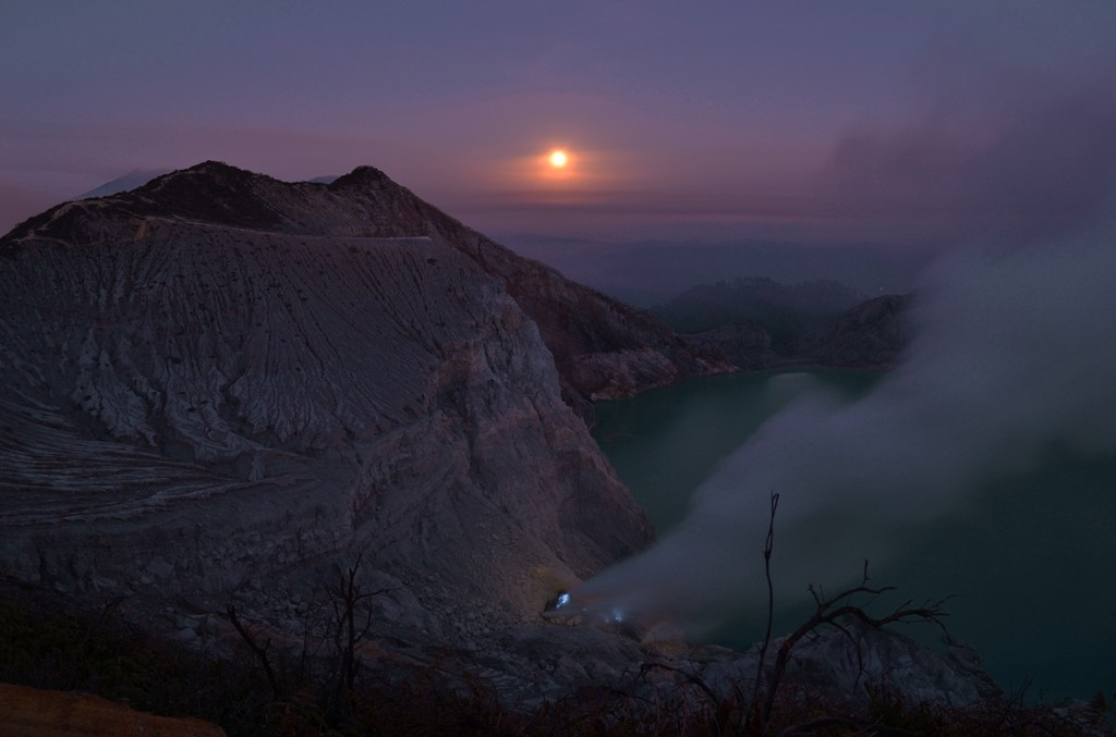 The sunrising over Ijen Crater. Photo by Blue Flame Tours.