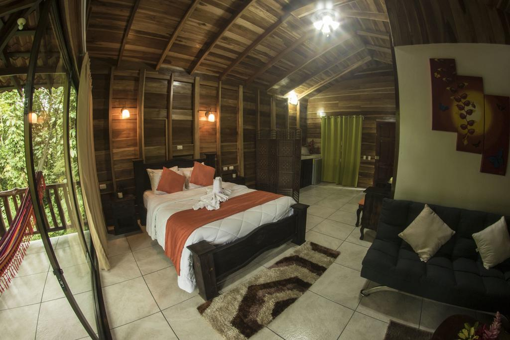 Arenal Costa Rica: Room with balcony and kitchenette at Hotel Rancho Cerro Azul. Photo by Hotel Rancho Cerro Azul.