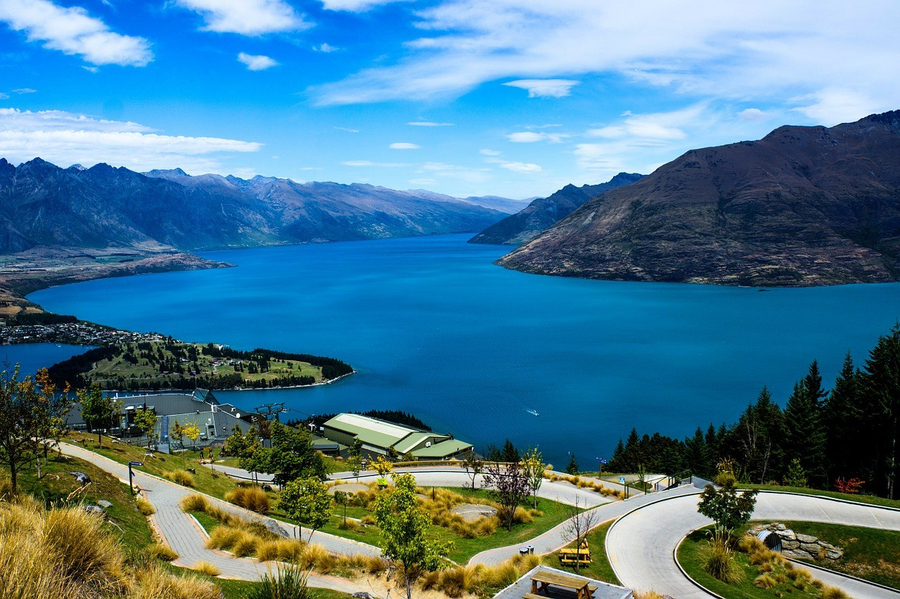 Must see things in New Zealand: Lake Wakatipi In Queenstown
