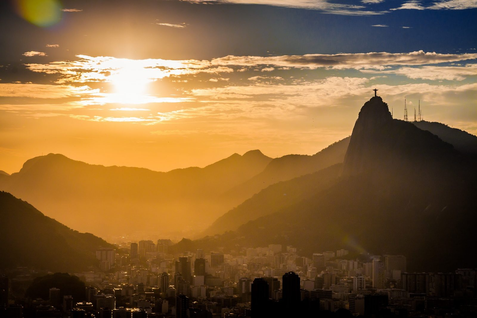 Hike to Christ the redeemer: Start your hike early to avoid the crowds