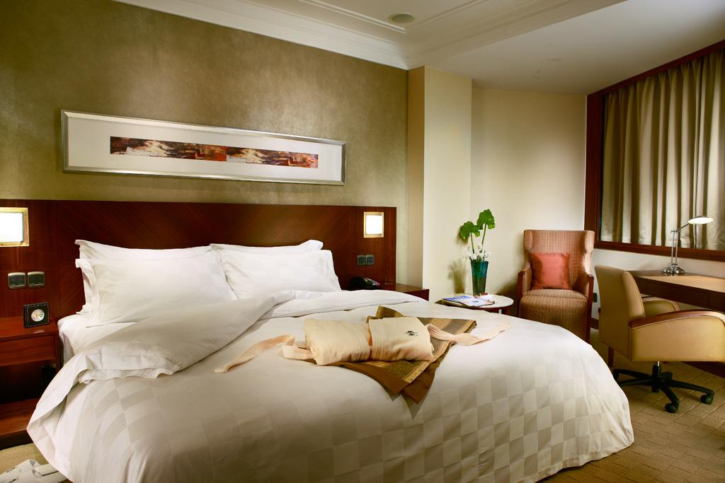 where to stay in shanghai