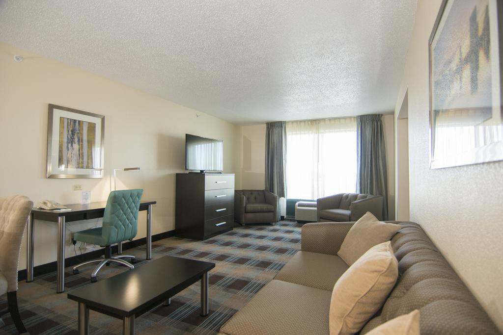 What to do in Orlando: Suite at the Wingate Hotel by the Orlando airport. Photo by the Wingate Hotel.